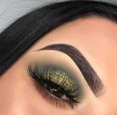 Uploaded by tabark hosni🌝💛. Find images and videos about makeup, eyes and green on We Heart It - the app to get lost in what you love. Green Eyeshadow Look, Makeup For Green Eyes, Blue Eye Makeup, Eyeshadow Looks, Eyeshadow Makeup, Eyeliner, Fall Eyeshadow, Drugstore Makeup, Dramatic Eye Makeup