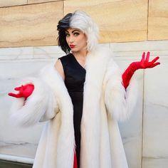 déguisement pour Halloween femme- Cruelle d'Enfer avec robe noire et fourrure