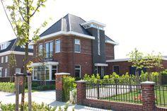 Deze prachtige woning in jaren 30 style is gerealiseerd door Allure Bouw in Rijssen. Kijk voor meer reeds gerealiseerde projecten op www.allurebouw.nl