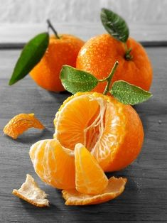 The tangerine (Citrus tangerina) is an orange-colored citrus fruit that is closely related to, or possibly a type of, mandarin orange (Citrus reticulata). The name was first used for fruit coming from Tangier, Morocco, described as a mandarin variety. Fruit And Veg, Fruits And Vegetables, Fresh Fruit, Vegetables List, Juicy Fruit, Dried Fruit, Photo Fruit, Fruit Picture, Fruits Photos