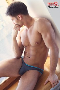 Anatoly-Goncharov-Peti-Q-Underwear-Burbujas-De-Deseo-08