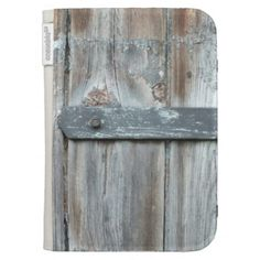 Old rusty latch on old wood kindle 3G cover