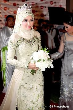 Malaysian wedding dress #MuslimWedding, www.PerfectMuslimWedding.com
