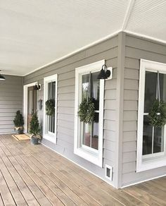 40 Rustic Farmhouse Exterior Design Ideas - Home Decor Ideas Farmhouse Front Porches, Modern Farmhouse Exterior, Rustic Farmhouse, Farmhouse Style, Rustic Cottage, Farmhouse Design, Rustic Kitchen, Exterior Paint Colors For House, Exterior Colors