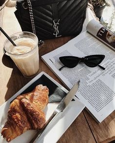 Monday morning coffee and croissants 🙌🏽 first full week after all the public holidays! Coffee Shop Aesthetic, Aesthetic Food, Coffee Photography, Food Photography, Summer Photography, Cheap Coffee, Coffee Break, Morning Coffee, Me Time