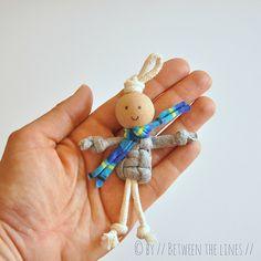 Poppetje met kraal. T-shirt yarn macramé puppets