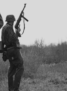 A German soldier with an submachine gun. Judging from the camouflage helmet and jacket, he is probably with a Waffen-SS unit. German Soldiers Ww2, German Army, Ww2 History, Military History, Luftwaffe, Germany Ww2, Ww2 Photos, War Image, War Photography