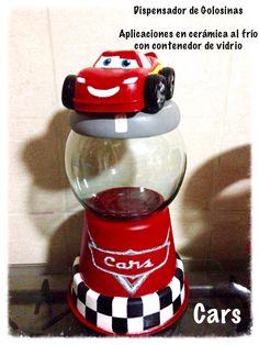 Candy Jars Cars Hechos a mano en porcelana fría y contenedor de vidrio de 40 cms altura aproximada.  A pedido.  Personaliza tu candy bar con estos lindos diseños.