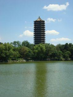 La Pagoda che simboleggia il campus  della prestigiosa Peking University.