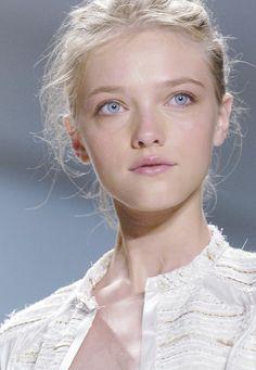 #divine, #belle #jeune #femme, #naturelle aux #yeux #bleus