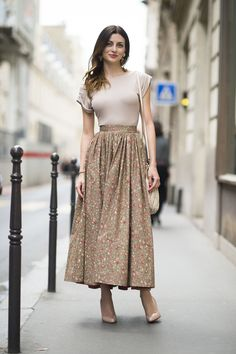 A billowy long skirt looked sleek when styled with a tight and tucked-in tee.