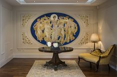 Apollo and the muses with laurel motifs in gold leaf Mural Luxury Decor, Luxury Interior, Art Decor, Decoration, Home Decor, Decorative Plaster, Hand Painted Walls, Wall Finishes, Hand Painting Art