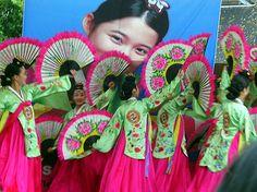 Fan dance at Korean festival