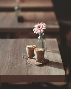 Rustic cafe :) discovered by Life//Beauty on We Heart It Coffee Is Life, I Love Coffee, Coffee Break, My Coffee, Coffee Drinks, Coffee Time, Morning Coffee, Coffee Shop, Coffee Cups