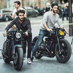 Custom Culture Bobber & Chopper Motorcycles Style, Tattoo and Fashion / Clothing Inspirations Moto Cafe, Cafe Bike, Cafe Racer Bikes, Cafe Racer Motorcycle, Motorcycle Style, Biker Style, Triumph Cafe Racer, Estilo Cafe Racer, Cb 750 Cafe Racer