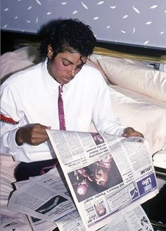 #MichaelJackson reading about Prince!  ( Prince Rodgers, not his son) LOL