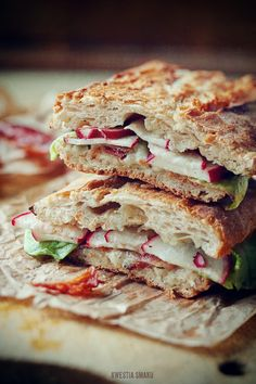Sandwiches with radish, gorgonzola cheese and bacon