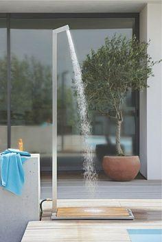 douche de jardin et piscine moderne