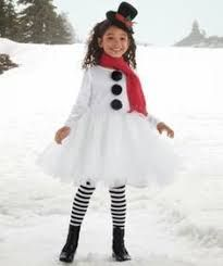 Os mais originais disfarces de Carnaval reciclados snowman costume - I could make something like this Costume Carnaval, Carnival Costumes, Baby Costumes, Cool Costumes, Kids Costumes Girls, Snowman Costume, Costume Halloween, Halloween Kids, Ugly Sweater