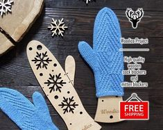 High-quality wooden sock blockers and mitten de WoodicoProjectShop Knit Mittens, Knitted Gloves, Snowflakes, Socks, Etsy, Pairs, Knitting, Masters, Gifts