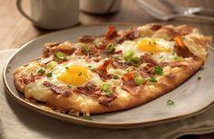 Breakfast Naan Pizza - LOOKS DELICIOUS!!!