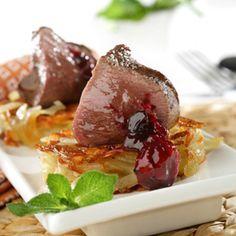 Solomillo de venado asado sobre rosti de patata