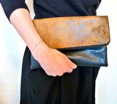 Rabattre sur l'embrayage à Carmel brun et noir - sac à main Vegan - Ultra Suede pli sur embrayage