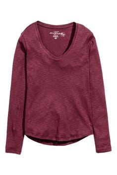 Top in jersey flammé: CONSCIOUS. Top aderente in jersey flammé di cotone biologico. Scollo a V e maniche lunghe.