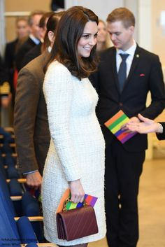 31 January 2018 - Royal tour to Sweden and Norway (day Stockholm, Karolinska Intitutet - coat by Catherine Walker, dress by Alexander McQueen, shoes by Tod's, bag by Chanel Estilo Kate Middleton, Kate Middleton Outfits, Kate Middleton Style, Celebrity Maternity Style, Maternity Fashion, Celebrity Photos, Prince William And Kate, William Kate, Pregnant Outfit