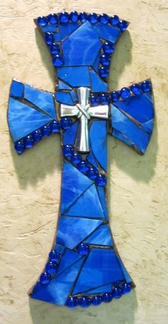 Mosaic Wall Cross by ShumpertCreations on Etsy Mosaic Diy, Mosaic Crafts, Mosaic Projects, Mosaic Wall, Mosaic Glass, Mosaic Tiles, Stained Glass, Craft Projects, Mosaic Crosses