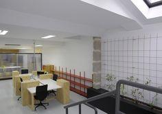 Coworking Magma Espacio / equipoeme estudio #Magma #Espacio #coworking #Ourense #equipoeme #interiorismo #oficina #diseño Co Working, Conference Room, Table, Furniture, Home Decor, Interior Design Studio, Cozy, House Decorations, Projects