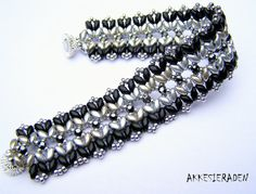 You will receive an 3 pages pdf file with easy to follow, step by step English instructions on how to make this bracelet . This bracelet is made with: Super Duos Seed beads size 11/0 Crystal Mesh  There are kits for this bracelet available at: https://www.dimarca-online.com They also sell Crystal mesh. Shippingcosts are 2,95 euro anywhere in the world  Skill Level: advanced/beginner the length of the bracelet is easy to adjust. NOW ON INSTANT DOWNLOAD Feel free to contact me if you have any…