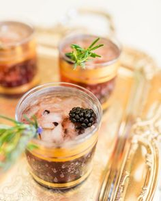 Lovely Libations: My Blackberry Champagne Garden Cocktail (Lauren Conrad) Sangria, Wine Cocktails, Summer Cocktails, Cocktail Drinks, Cocktail Recipes, Drink Recipes, Frozen Cocktails, Milk Shakes, Champagne Cocktail