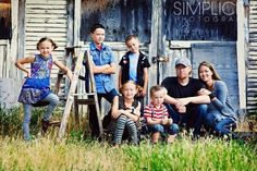 Outdoor Family Photography Poses | Family Poses by IslandGirls