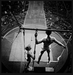 1935, French trapeze artists.