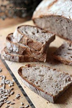 Slonecznikowy chleb na zakwasie2 Polish Food, Polish Recipes, Bread Rolls, Banana Bread, Breads, Baking, Desserts, Thermomix, Tailgate Desserts