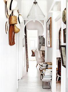 The gorgeous home of photographer Kara Roselund's home / La hermosa casa de Kara Rosenlund - Casa Haus Decoracion Design Entrée, House Design, Design Trends, Home Interior, Interior And Exterior, Interior Doors, Bohemian Interior, Modern Interior, Interior Architecture
