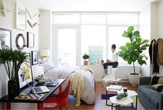 Love this 500sq foot apartment in NYC!  Small Space Decorating Tips from One Kings Lane.