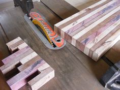 Learn how to make a wooden cutting board in 11 easy steps. Use this tutorial to build your own DIY cutting board. Woodworking Tools For Sale, Woodworking Wood, Woodworking Projects Plans, Woodworking Workshop, Woodworking Classes, Diy Chopping Boards, Diy Cutting Board, Wooden Cutting Boards, Diy Wood Projects