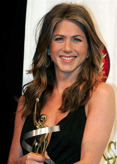 56 Ideas For Hair Color Highlights Honey Jennifer Aniston Estilo Jennifer Aniston, Jennifer Aniston Hair Color, Jennifer Aniston Friends, Jennifer Aniston Style, Celebrity Hairstyles, Cool Hairstyles, John Aniston, Long Wavy Hair, Curly Hair