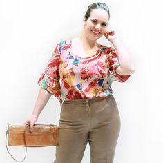 Túnica Pompom Decote    Túnica estampada decote redondo contornado com pompom manga 3/4 com jaboô. Tem um pequeno bolsinho na altura do peito. Uma blusa plus size super fresca fica linda com calça branca ou uma bermuda.      #tunicaplussize #plussize #modaplussize #modaplussizebrasil #mulherplussize #mulheresplussize #tamanhogrande #vickttoriavick#modaplussizebr #plussizebrasil #plussizefashion #modagg #moda #fashion #feitonobrasil #plussizes #plussizebr #gordinhasdobrasil…