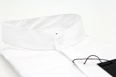 Men's shirt from our SS16 collection. The North White shirt comes with a more relaxed collar (China Collar) and is made from a crispy & soft satin fabric. Who says white shirts is boring? Try the North White shirt and experience the perfect fit!