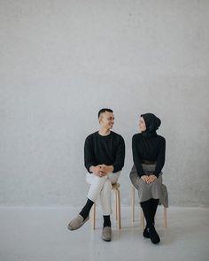 Check this link below based on Wedding Photoshoot - Astro Wedding Pre Wedding Shoot Ideas, Pre Wedding Poses, Pre Wedding Photoshoot, Korean Wedding Photography, Couple Photography, Foto Wedding, Foto Instagram, Foto Pose, Mode Hijab