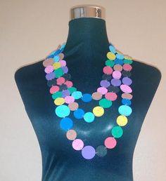 #Collar multicolor con trozos de #corchos de #vino reciclados  #DIY #HOWTO #ecología #reducir #reciclar #reutilizar