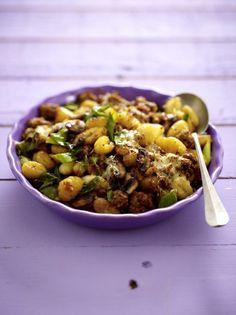 Unser beliebtes Rezept für Ofen-Gnocchi mit fixer Bolognese und mehr als 55.000 weitere kostenlose Rezepte auf LECKER.de.