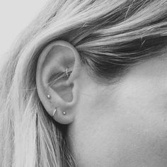 Brinco de argola de ouro pequeno Brinco de argola de ouro por JCoJewellery no Etsy - Piercings Orelha Tiny Gold Hoop Earrings, Kids Earrings, Bar Stud Earrings, Cartilage Earrings, Gold Earrings, Cartilage Hoop, Innenohr Piercing, Rook Piercing Jewelry, Ear Piercings Rook