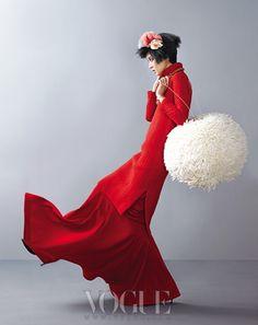 Love this wool! Fashion Foto, Fashion Beauty, Womens Fashion, Vogue Korea, Korean Model, Mode Inspiration, Lady In Red, Editorial Fashion, Fashion Photography