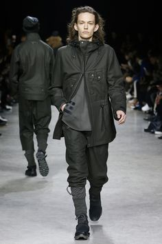 See the complete Y-3 Fall 2017 Menswear collection.