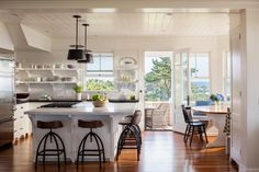 Looking for Cottage Kitchen ideas? Browse Cottage Kitchen images for decor, layout, furniture, and storage inspiration from HGTV. Grey Kitchen Island, All White Kitchen, New Kitchen, Kitchen Decor, Kitchen Ideas, Kitchen Pantry, Kitchen Pictures, Kitchen Islands, Kitchen Cabinet Styles