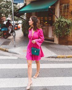 """15.2 mil curtidas, 290 comentários - Luisa Accorsi (@luisa) no Instagram: """"almost summer! muita gente tem dúvidas sobre a minha """"dieta"""", então gravei um vídeo mostrando tudo…"""" Skirt Outfits, New Outfits, Spring Outfits, Casual Outfits, Fashion Outfits, Pink Fashion, Fashion Models, Couleur Fuchsia, Burgundy Outfit"""
